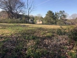 Lot <b>Size:</b> 2.5 Land style home in Kennesaw