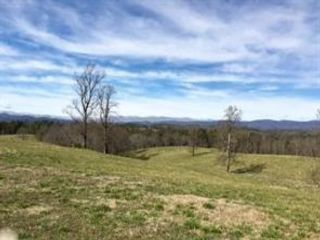 Lot <b>Size:</b> 184.7 Land style home in Dawsonville