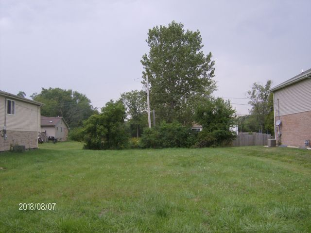 Lot <b>Size:</b> 0.08 Land style home in Markham