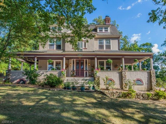 7 BR,  3.50 BTH Colonial style home in North Caldwell
