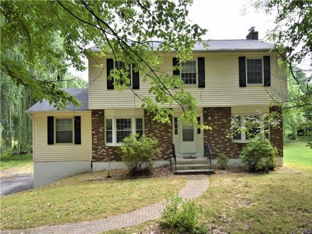4 BR,  3.00 BTH  Colonial style home in New Windsor