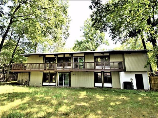 6 BR,  3.50 BTH Ranch style home in Spring Valley