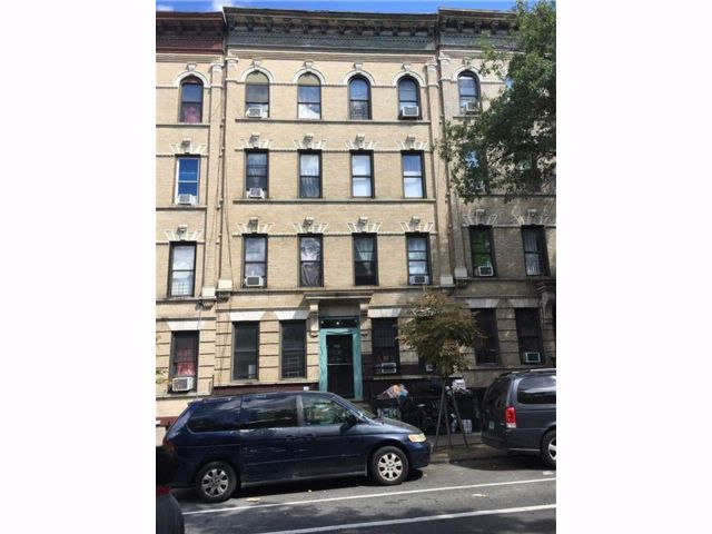 24 BR,  8.00 BTH Multi-family style home in Sunset Park