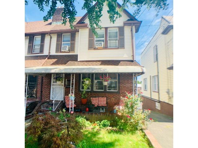 3 BR,  2.00 BTH  style home in Bronx