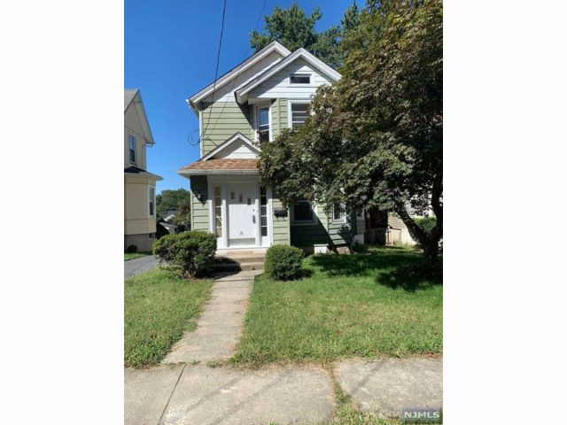 2 BR,  1.50 BTH House style home in Waldwick