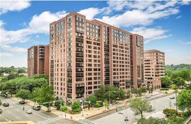 2 BR,  2.00 BTH  High rise style home in White Plains