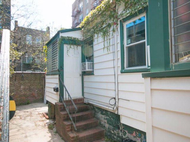 2 BR,  1.00 BTH Single family style home in Brighton Beach
