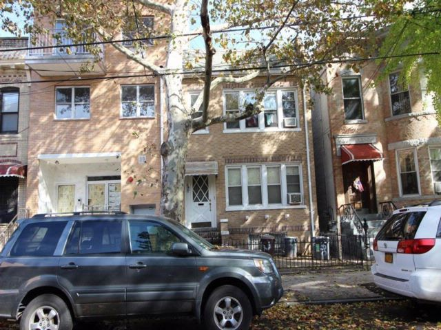 Lot <b>Size:</b>   Residential style home in Sunset Park