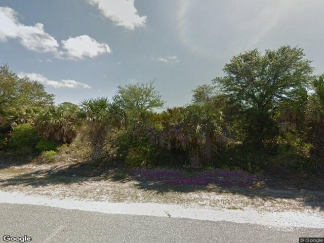 Lot <b>Size:</b> 0.53 Land style home in Port Charlotte