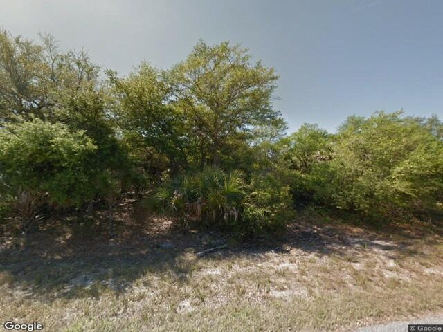 Lot <b>Size:</b> 0.46 Land style home in Port Charlotte