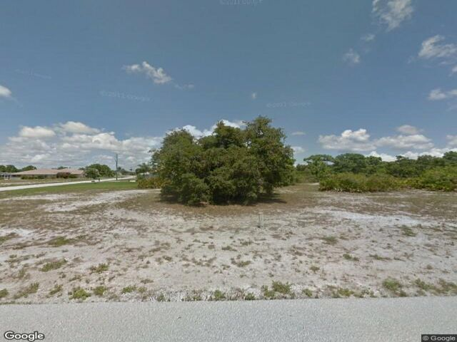 Lot <b>Size:</b> 0.29 Land style home in Rotonda West