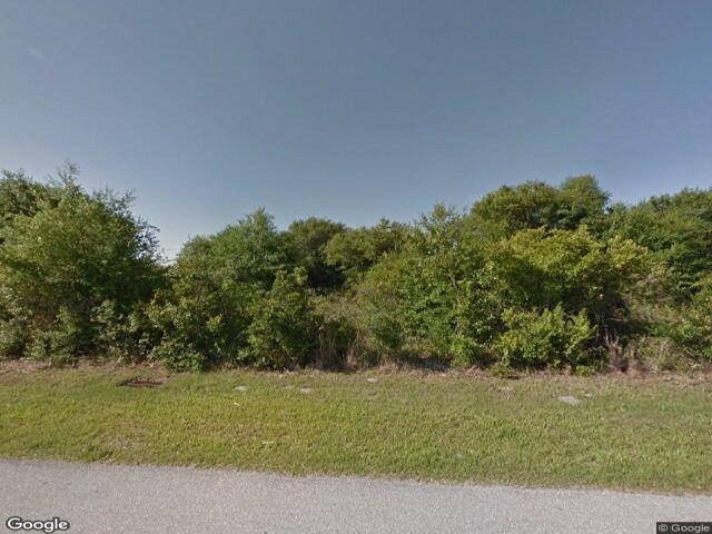 Lot <b>Size:</b> 0.94 Land style home in Punta Gorda