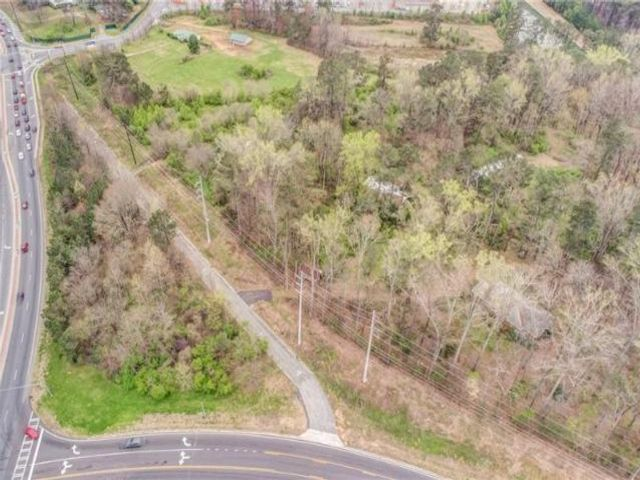 Lot <b>Size:</b> 10.12 Land style home in Powder Springs