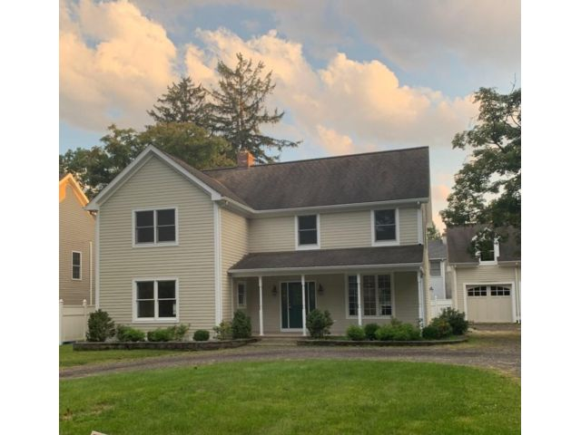 5 BR,  3.50 BTH Colonial style home in Bernardsville