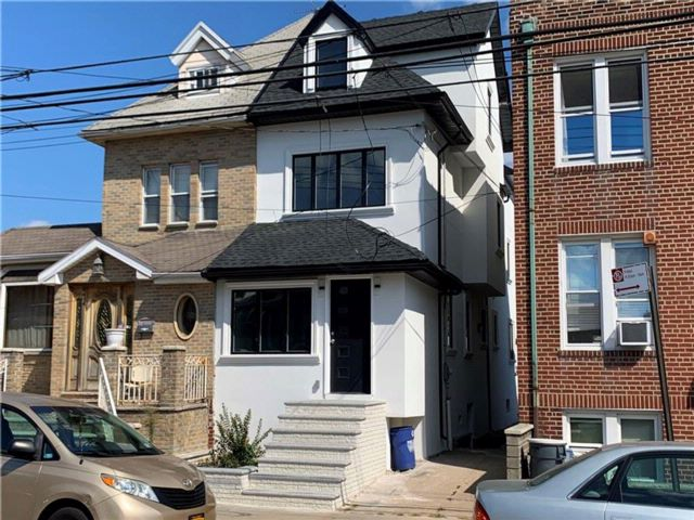 5 BR,  4.00 BTH Single family style home in Gravesend