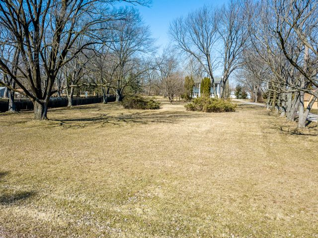 Lot <b>Size:</b> 0.76  Land style home in Tinley Park