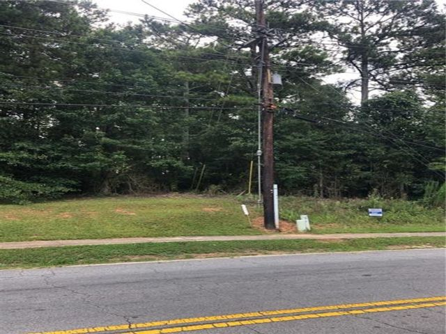 Lot <b>Size:</b> 0.21 Land style home in Powder Springs
