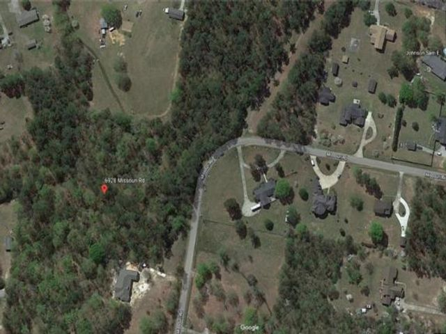 Lot <b>Size:</b> 5.38 Land style home in Lizella