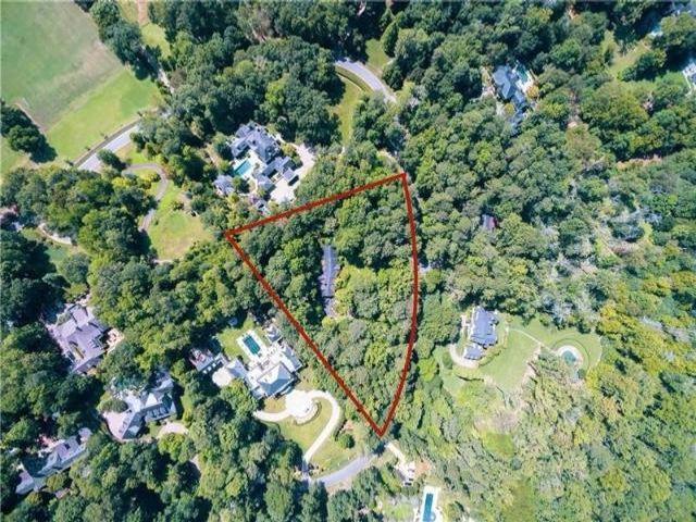 Lot <b>Size:</b> 2.6 Land style home in Atlanta