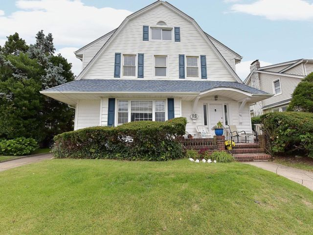 6 BR,  6.50 BTH   style home in Neponsit