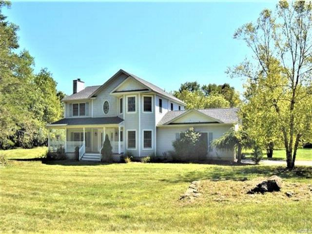 4 BR,  4.00 BTH Colonial style home in Warwick Town