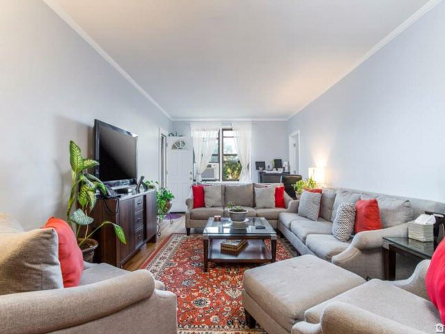 2 BR,  2.00 BTH Co-op style home in Midwood
