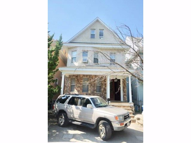 5 BR,  3.00 BTH  Single family style home in Flatbush