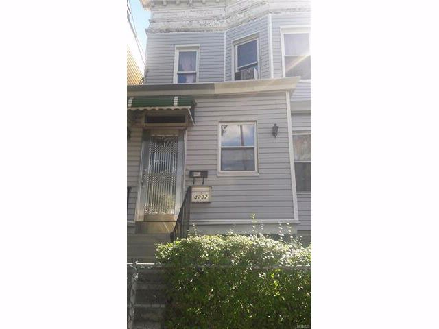 8 BR,  3.00 BTH Other style home in Wakefield