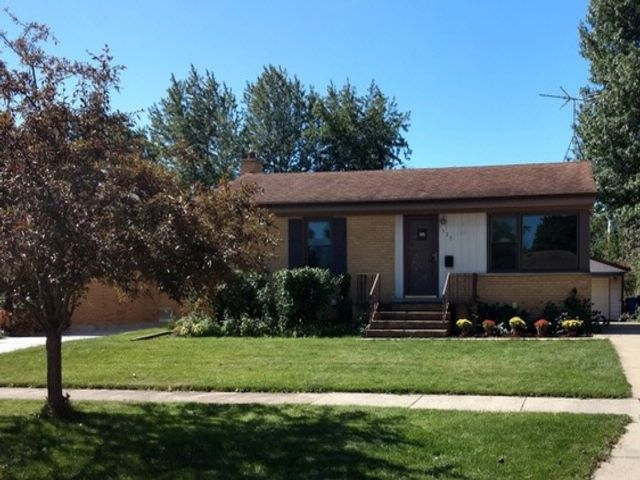 3 BR,  2.00 BTH  Bungalow style home in Des Plaines