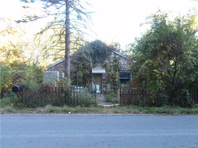 6 BR,  2.00 BTH Two story style home in Bloomingburg