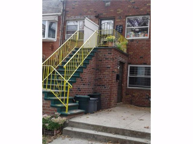 5 BR,  0.00 BTH Multi-family style home in Canarsie