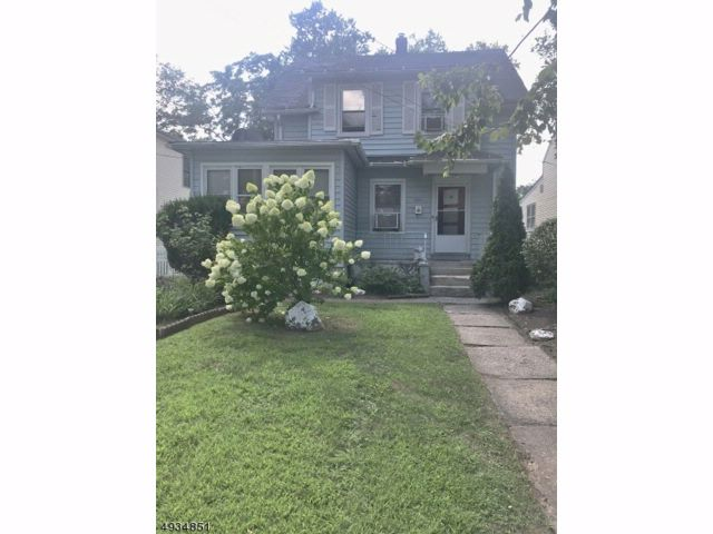 3 BR,  1.00 BTH  Colonial style home in Plainfield