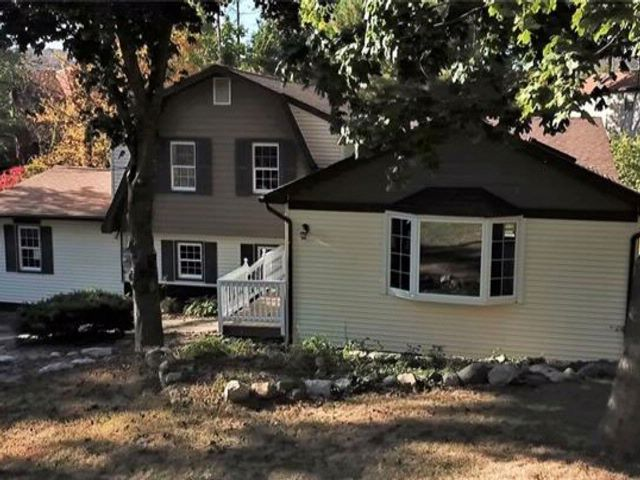 3 BR,  2.50 BTH Split level style home in Greenwood Lake
