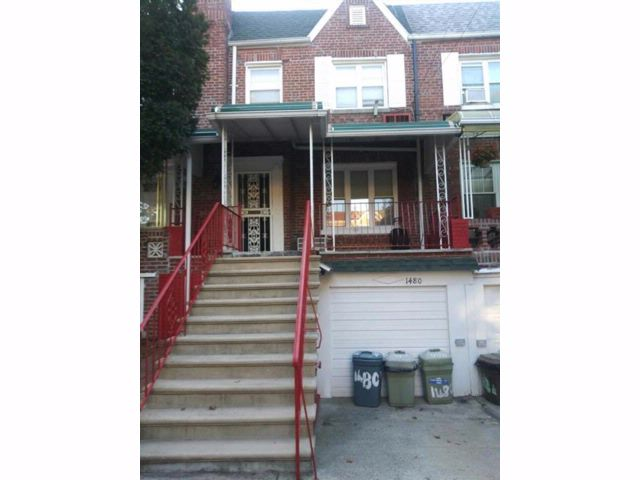 3 BR,  1.00 BTH Single family style home in Flatlands