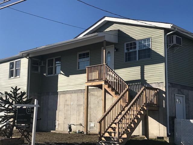 [Lindenhurst Real Estate, listing number 6930642]