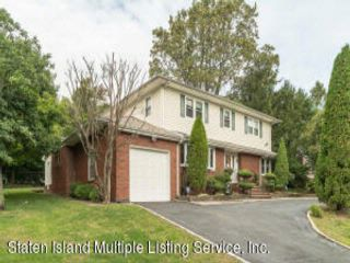 4 BR,  4.00 BTH Colonial style home in Todt Hill