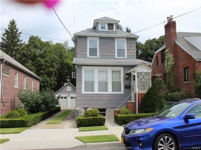4 BR,  2.00 BTH  Colonial style home in Throggs Neck
