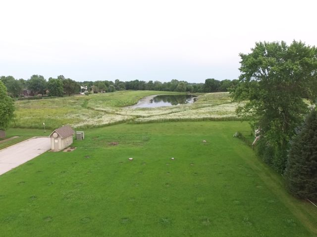 Lot <b>Size:</b> 0.35 Land style home in Aurora