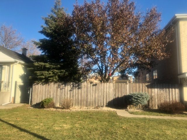 Lot <b>Size:</b> 0.09  Land style home in Elmwood Park