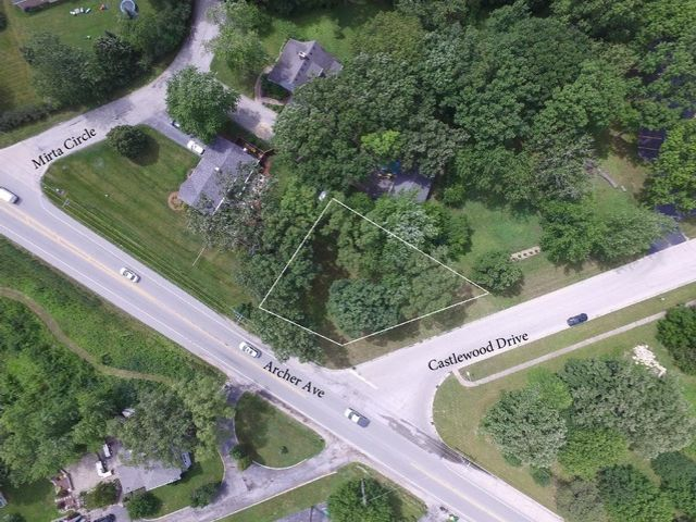Lot <b>Size:</b> 0.28 Land style home in Lemont