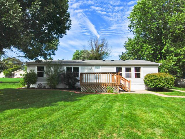 2 BR,  2.50 BTH Bungalow style home in Uniondale