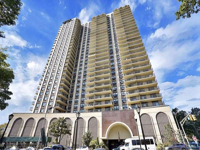 2 BR,  2.00 BTH Highrise style home in North Bergen