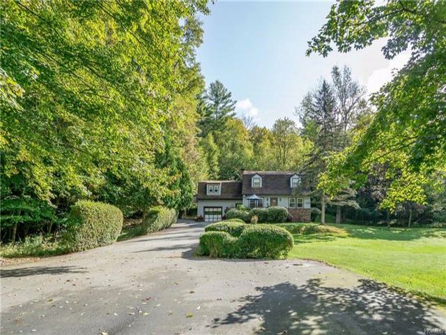 3 BR,  3.00 BTH Colonial style home in Thompson