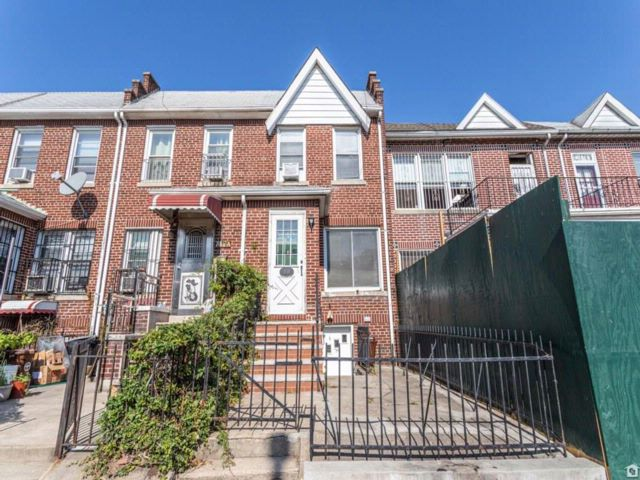 3 BR,  2.00 BTH  Single family style home in Sunset Park