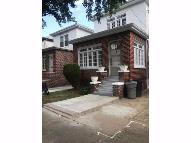 3 BR,  2.55 BTH Single family style home in Midwood