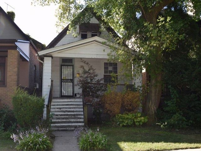 3 BR,  1.00 BTH  Cottage style home in Oak Park