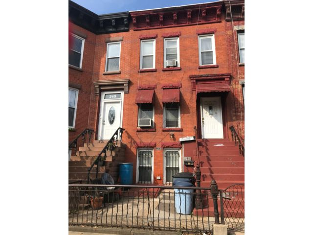 5 BR,  2.00 BTH   style home in Crown Heights