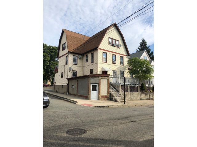 6 BR,  4.00 BTH 2 story style home in Belleville
