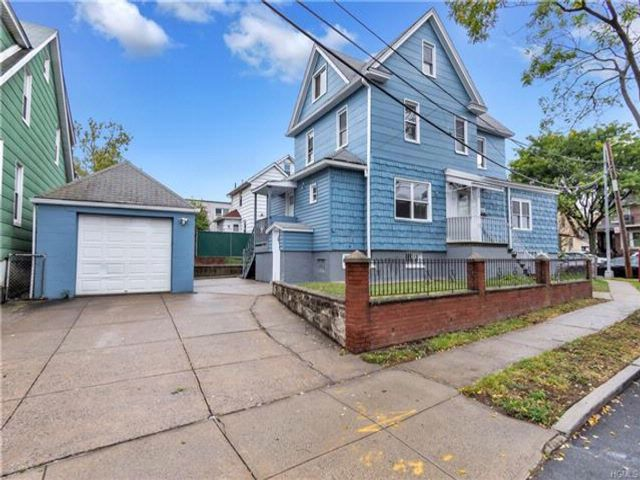5 BR,  3.00 BTH Colonial style home in Pilgrim