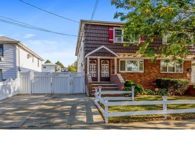 [Rosedale Real Estate, listing number 6932086]